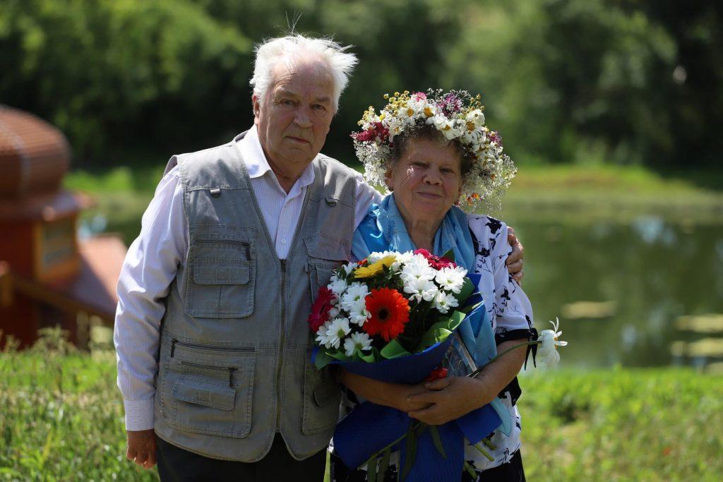 Работа «Крепкая семья», автор Анна Медведева, на фото супруги Александр и Раиса Симоновы