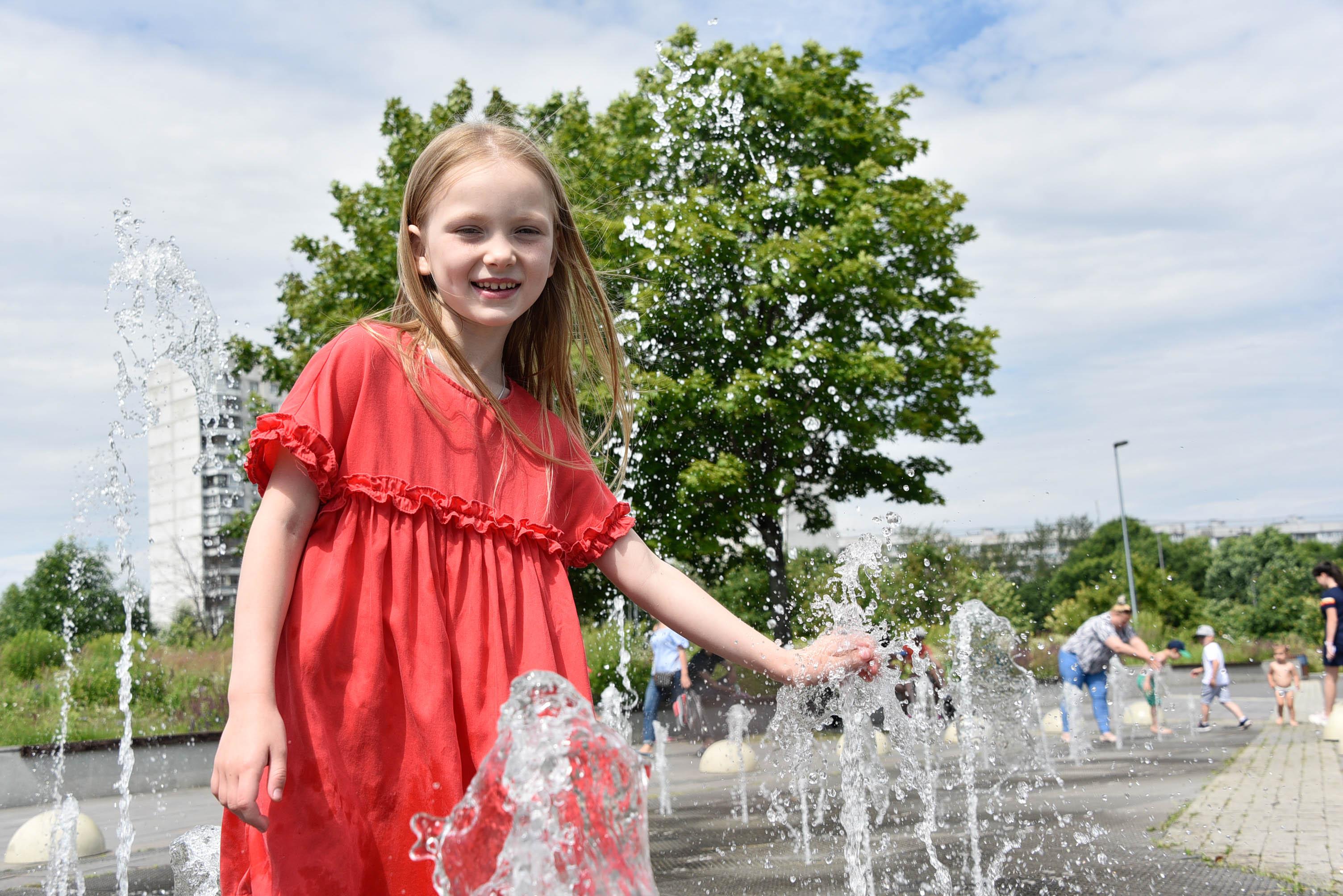 Фотофакт: Пешеходный фонтан