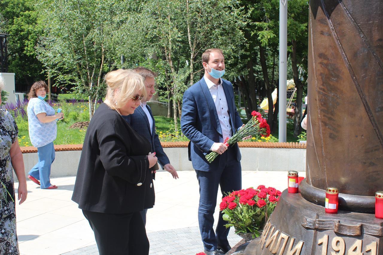 Стелу воинской славы открыли в годовщину первого Парада Победы