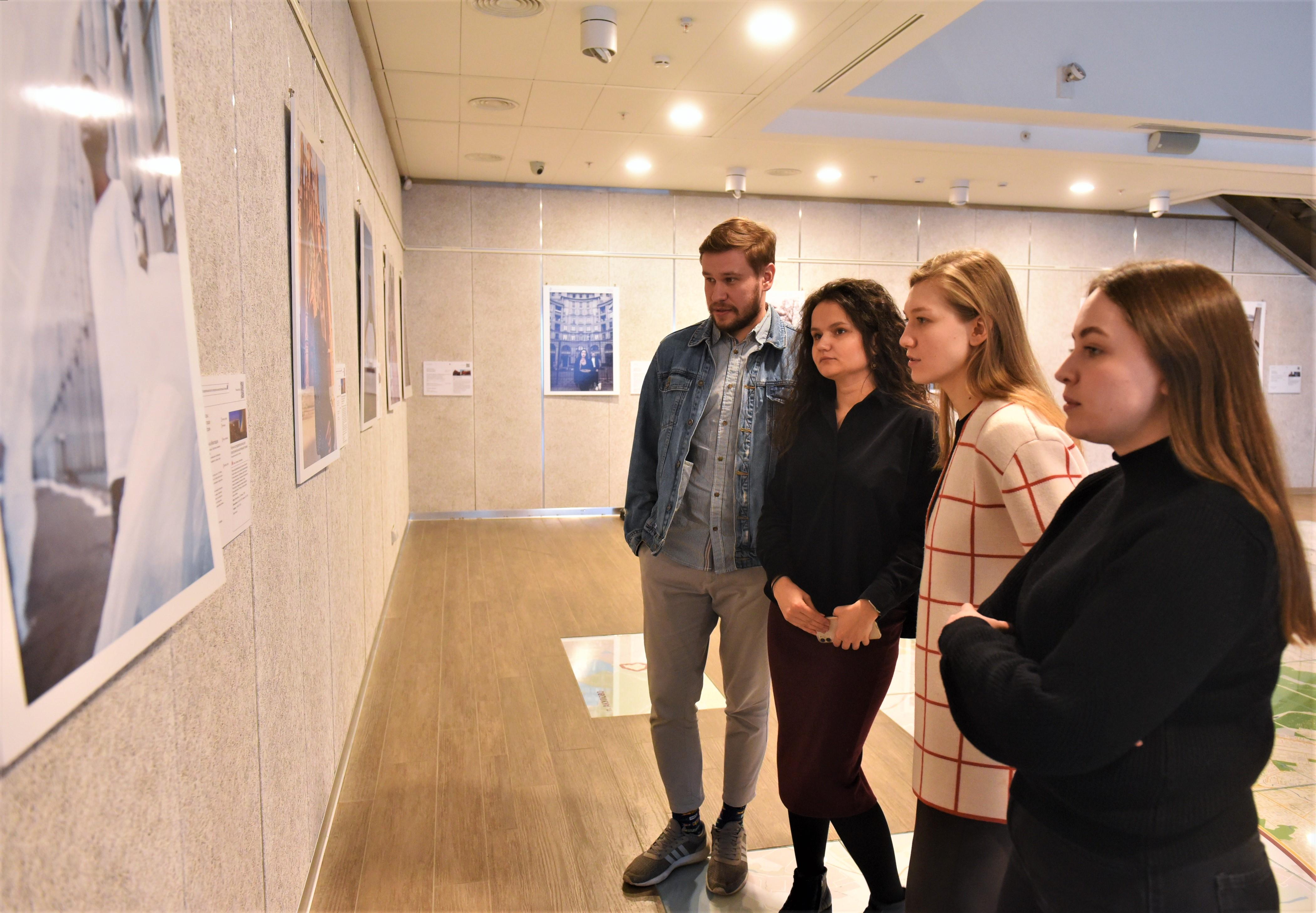 Зуд мудрости и Дети абсурда: выставки карикатуриста открыли в «Варшавке»