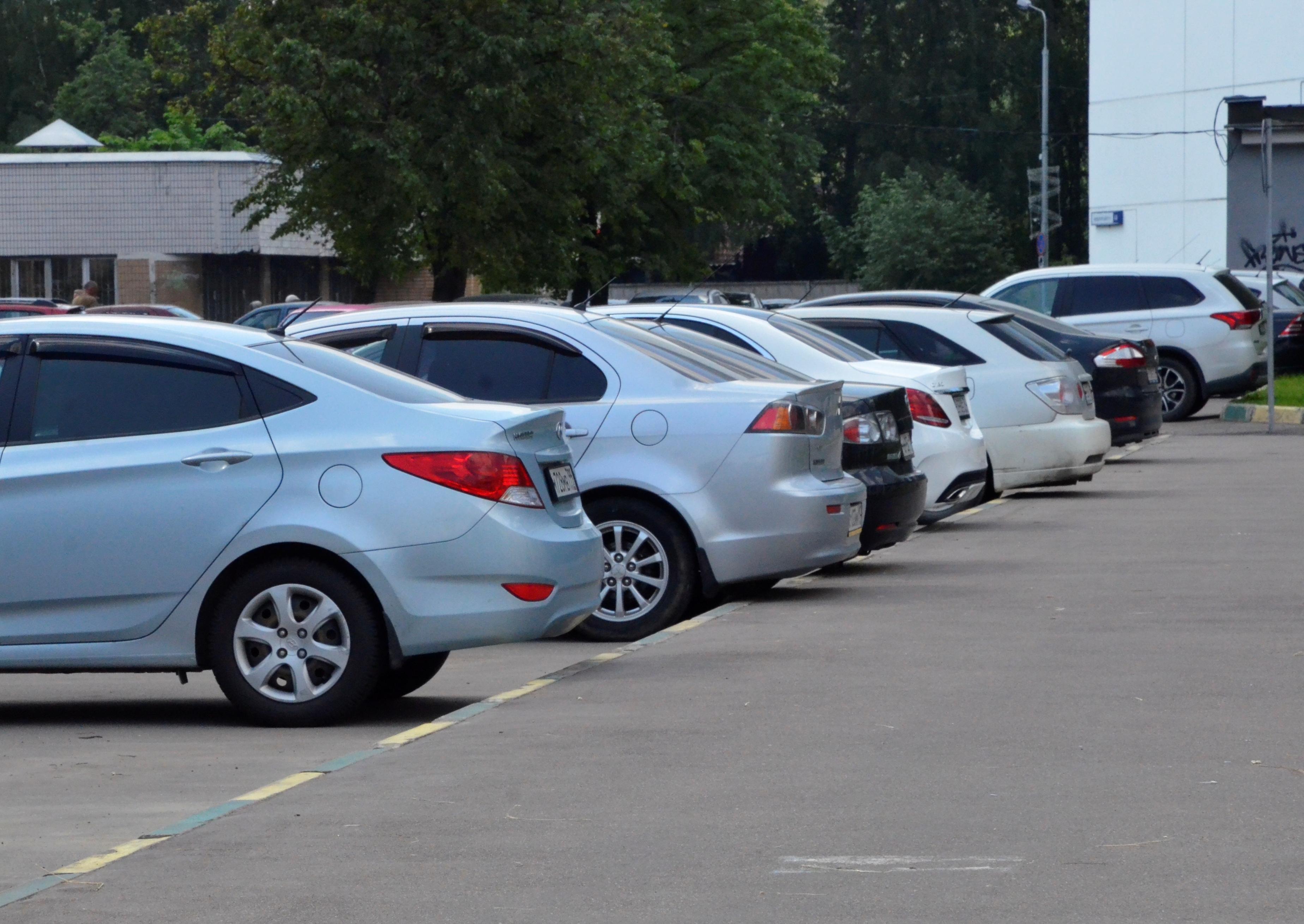 Зону действия парковочных разрешений расширили в Донском и Даниловском районах