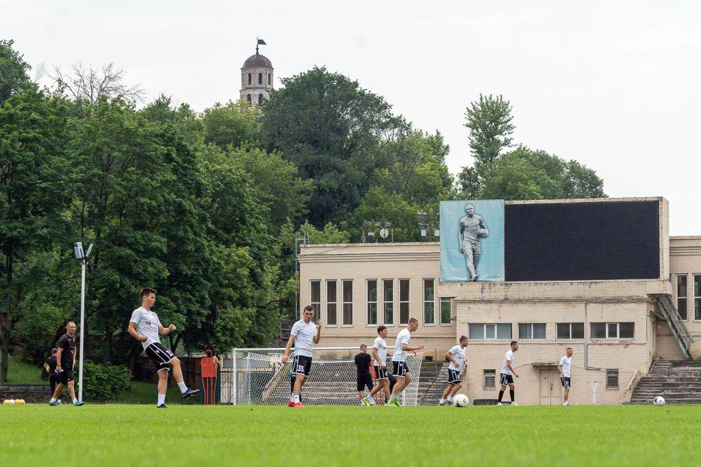 Футболисты «Торпедо» активно готовятся к предстоящему игровому сезону