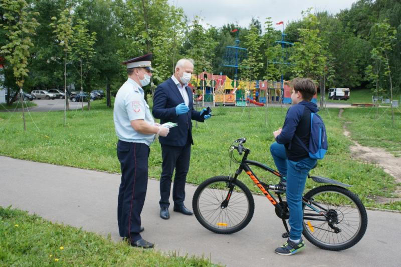 Председатель Общественного совета при УВД по ЮАО Харис Ильясов принял участие в профилактическом мероприятии по предупреждению детского дорожно-транспортного травматизма