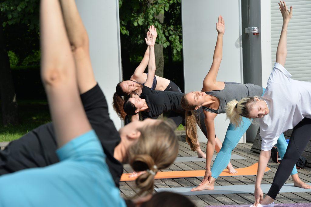 Москвичей пригласили на йогу в «Садовники». Фото: Пелагия Замятина, «Вечерняя Москва»