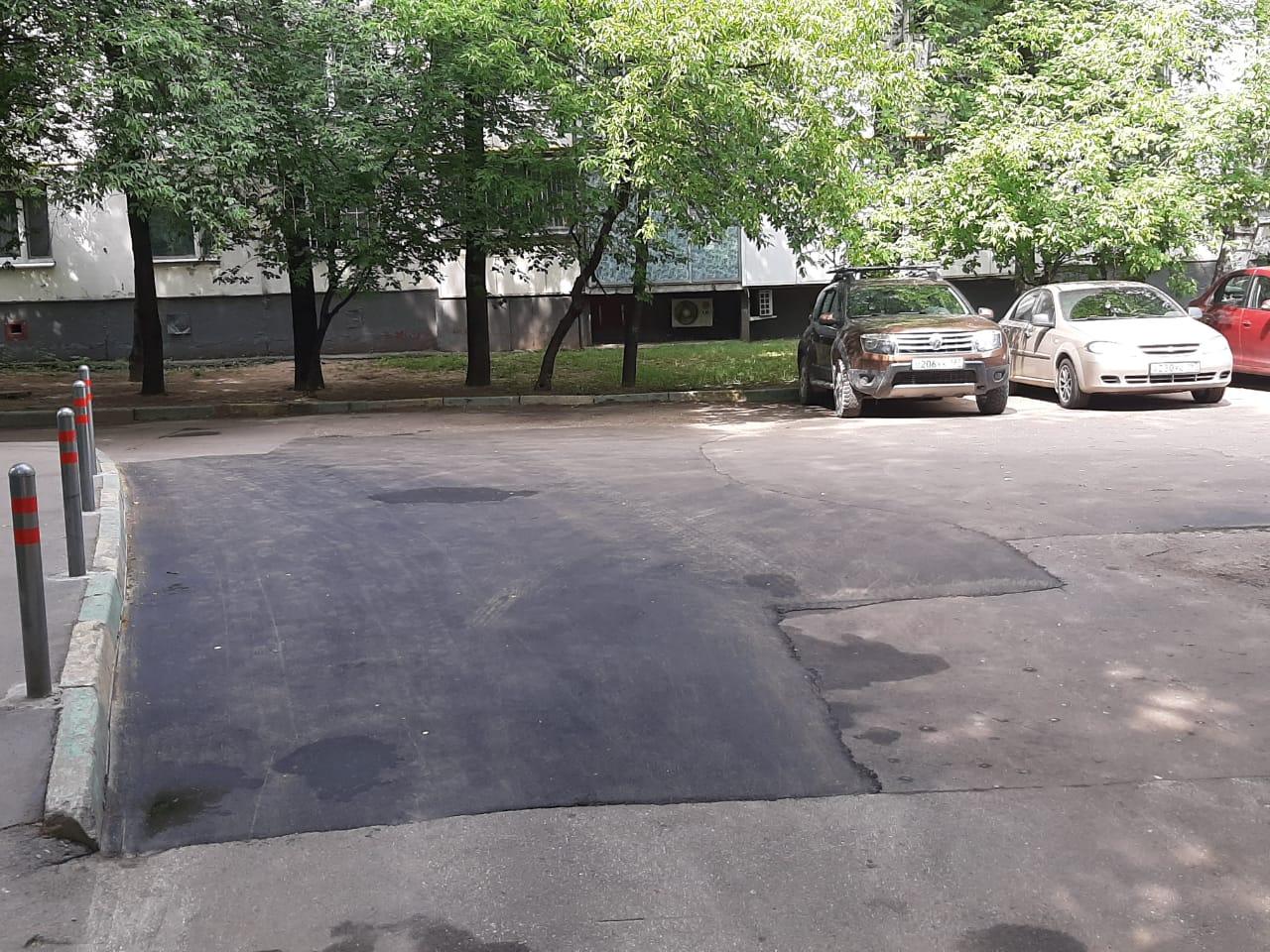 Локальный ремонт асфальта провели в Чертанове Центральном по четырем адресам