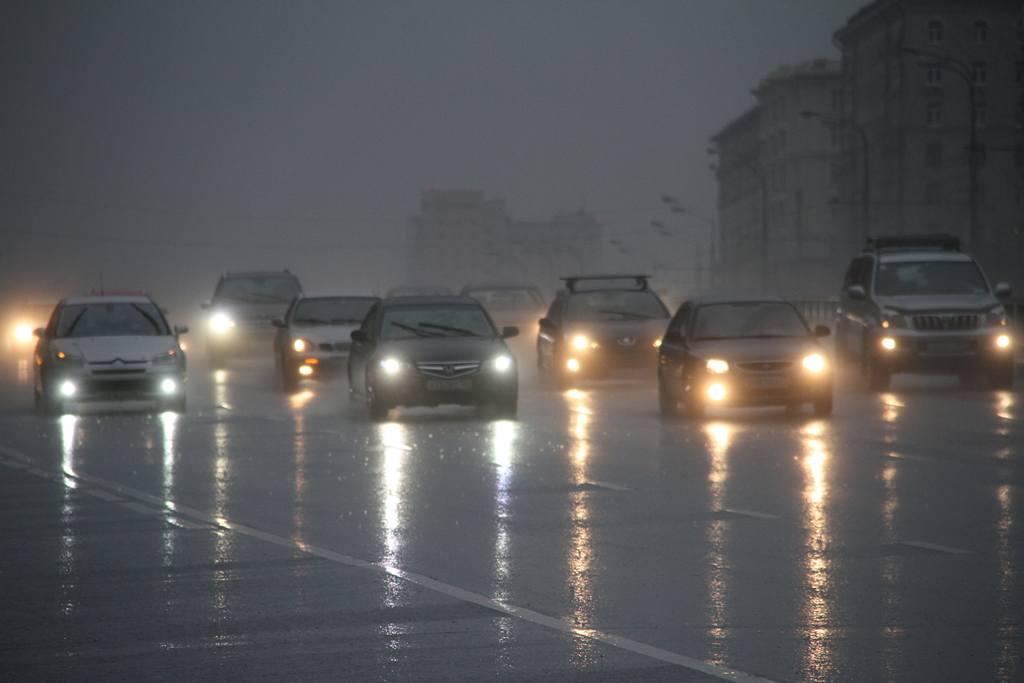 Москва встала в восьмибалльных пробках. Фото: Антон Гердо