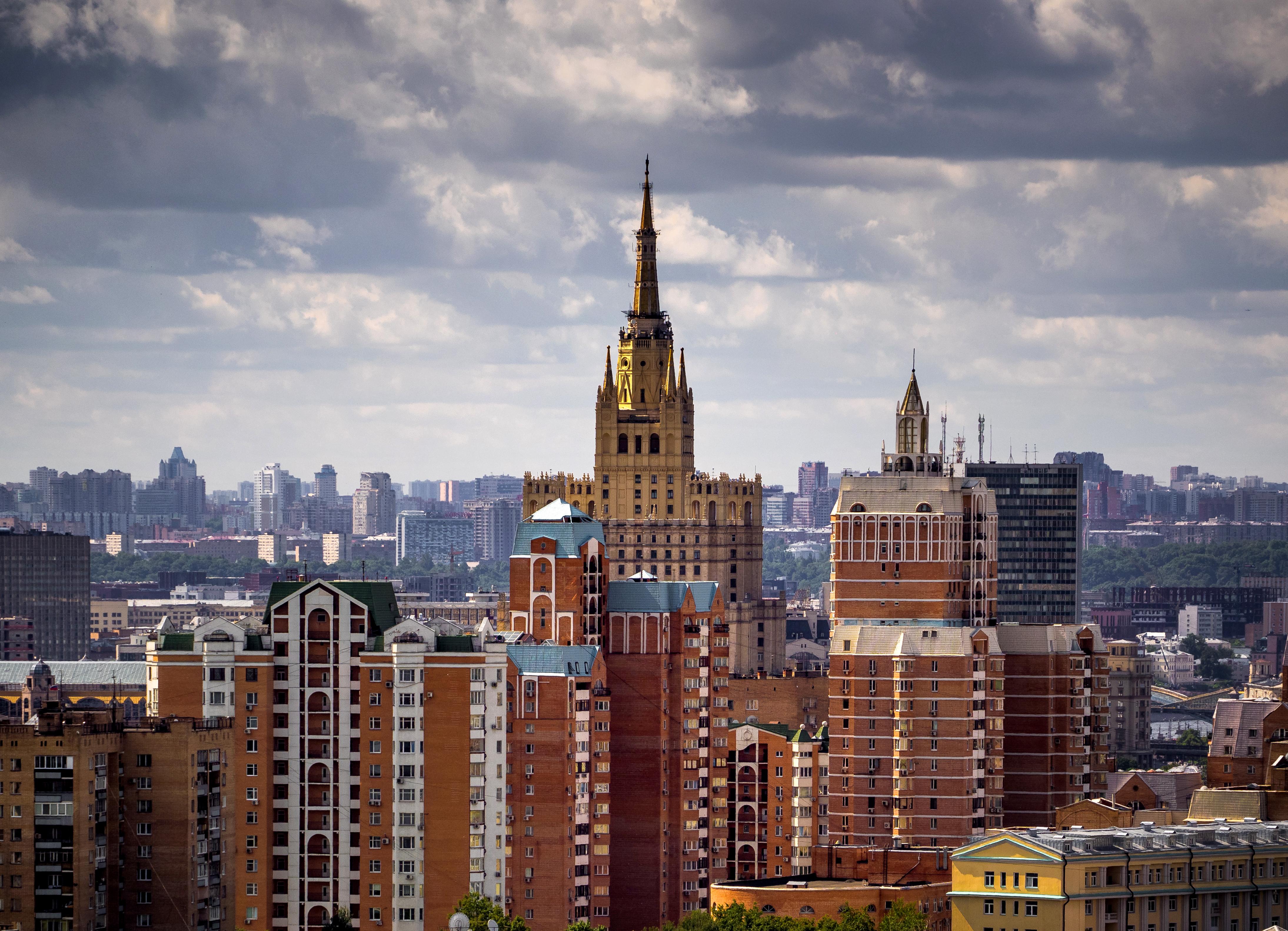 Менее 200 тысяч москвичей встали на учет в центре занятости