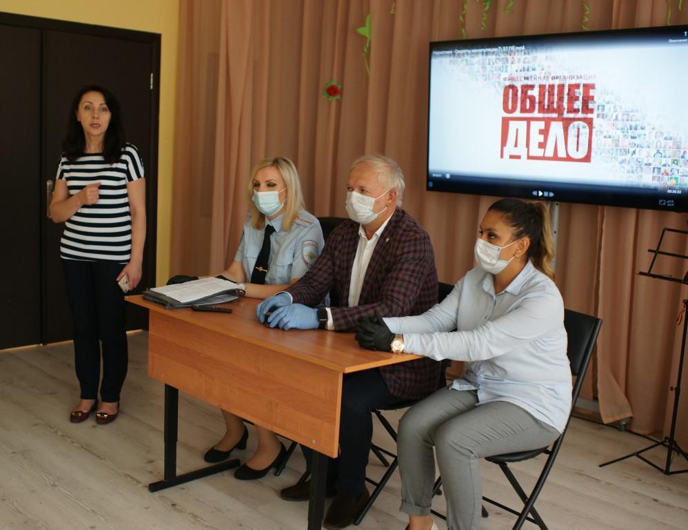 На юге Москвы полицейские рассказали воспитанникам Центра поддержки семьи и детства «Планета семьи» о вреде наркотиков