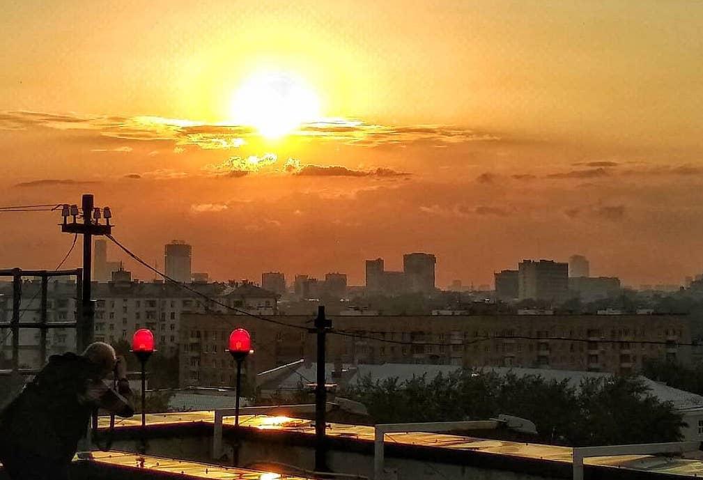 Когда станет грустно, посмотри, как заходит солнце