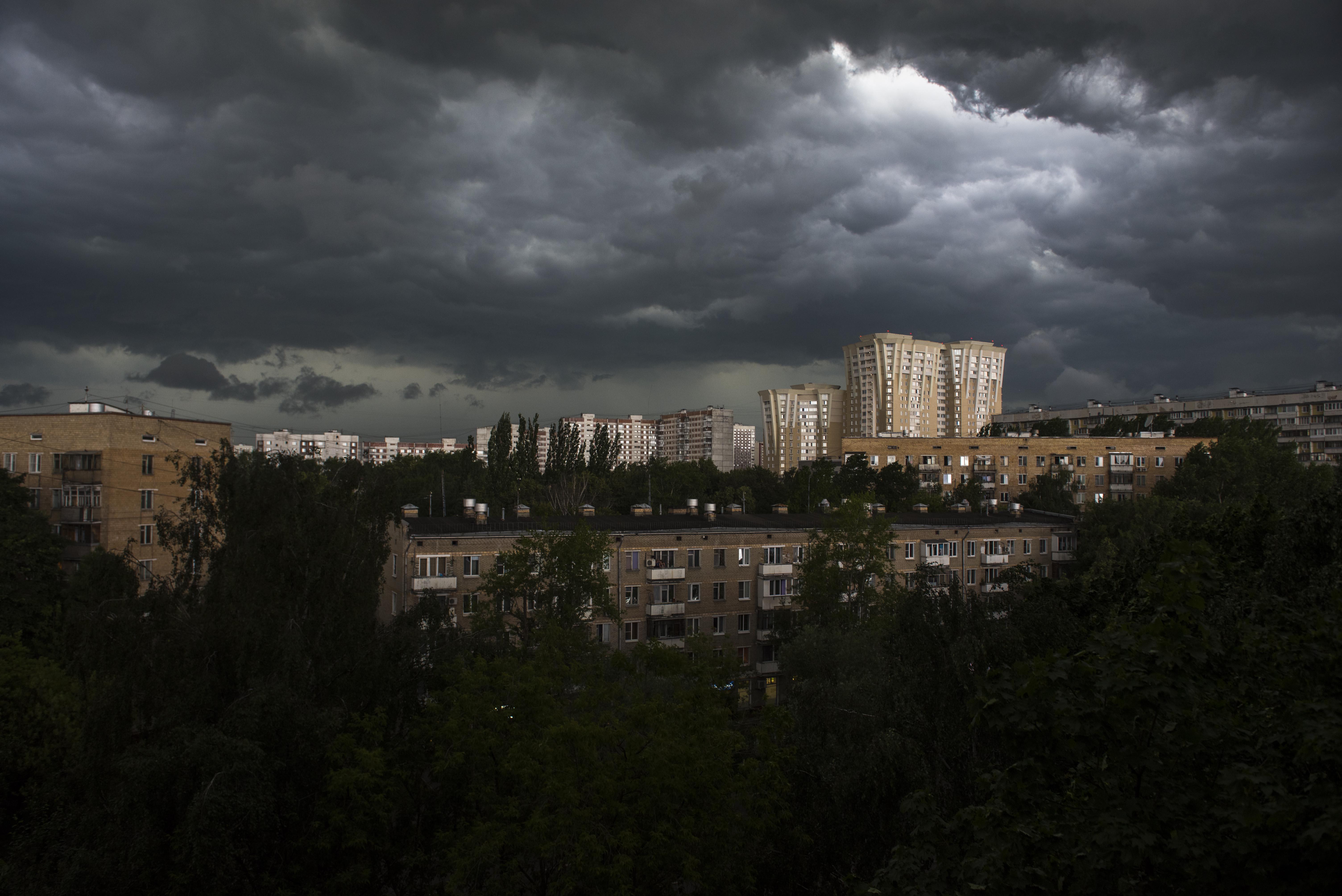 Москвичам пообещали похолодание и грозы на выходных
