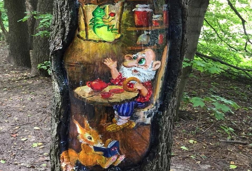 Деревья в Бирюлевском дендропарке защитили рисунками