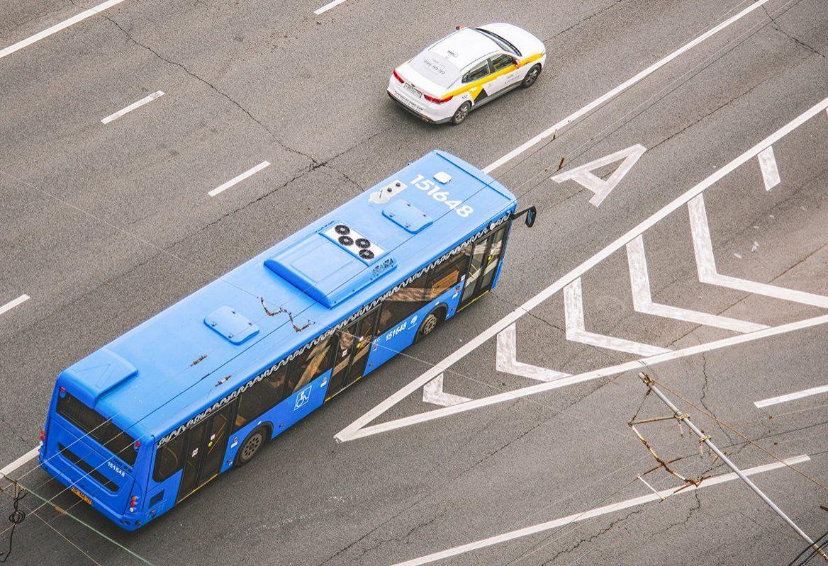 Схему движения автобусов №142 и П129 временно скорректировали