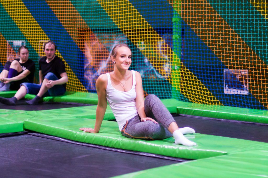 Москвичей пригласили на батутный фитнес в парке «Садовники». Фото: Василиса Чернявская, «Вечерняя Москва»