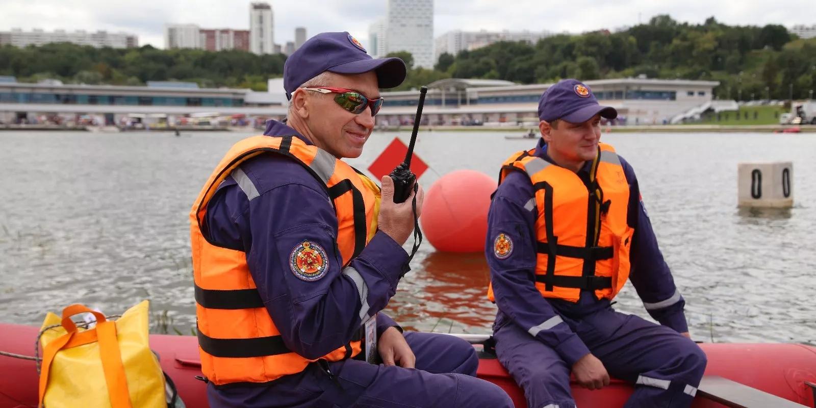 Водные спасатели столицы обеспечили безопасность городских спортивных мероприятий