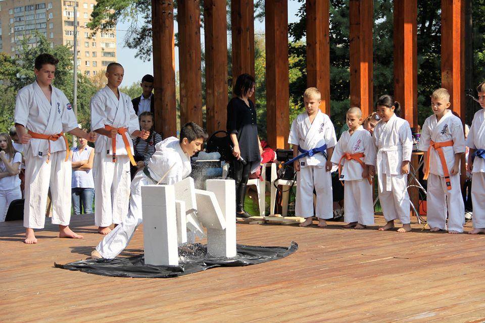 Юных спортсменов юга пригласили на тренировку по карате