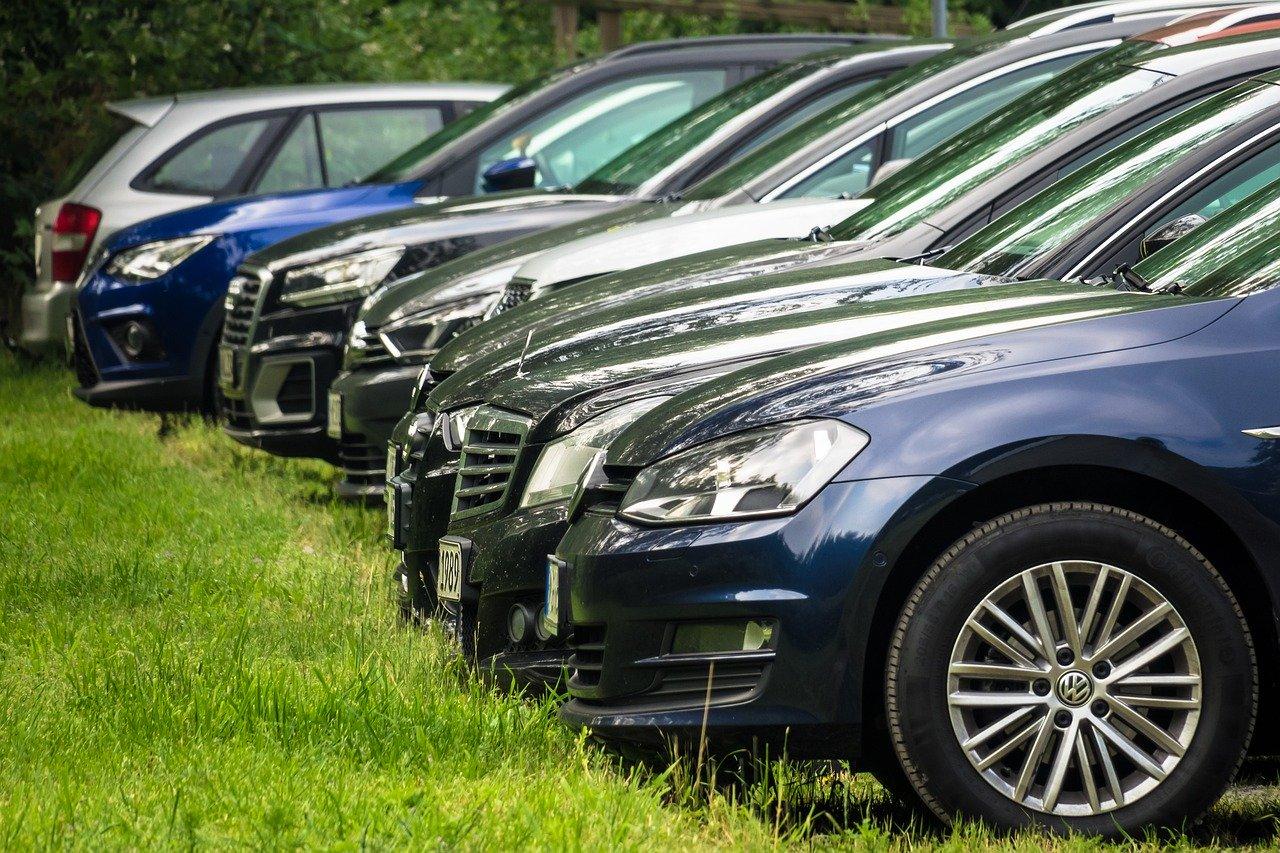 Почти 400 парковочных мест оборудуют около московских поликлиник