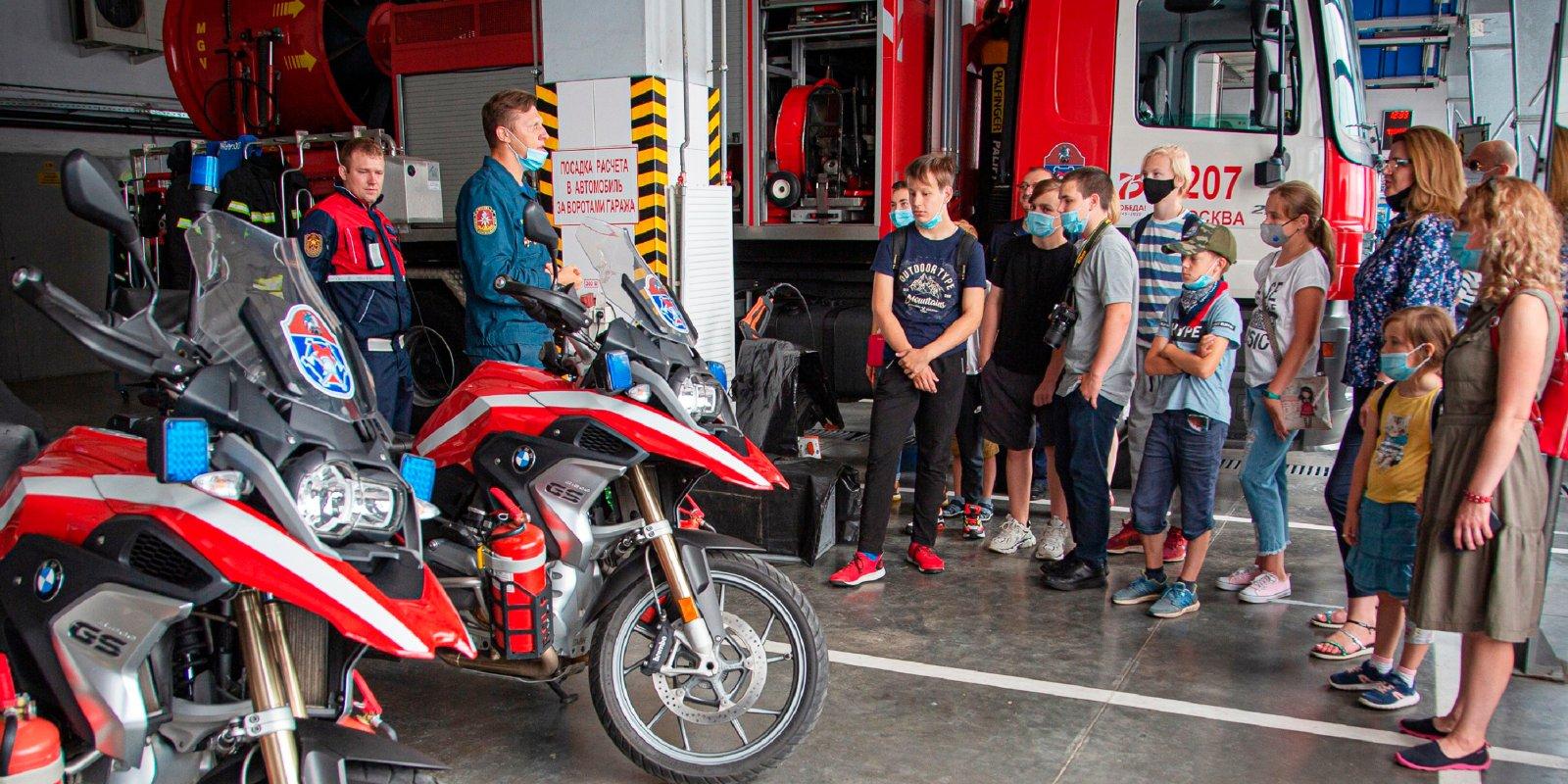 Московские школьники побывали в гостях у пожарных и спасателей