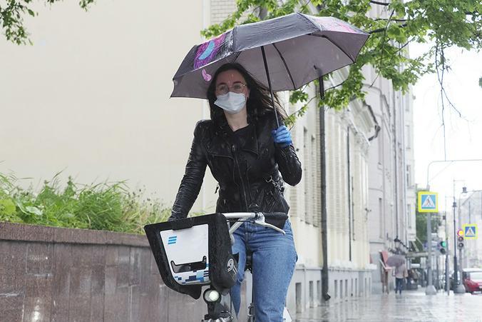 Зонты понадобятся жителям Москвы в воскресенье из-за небольших дожей