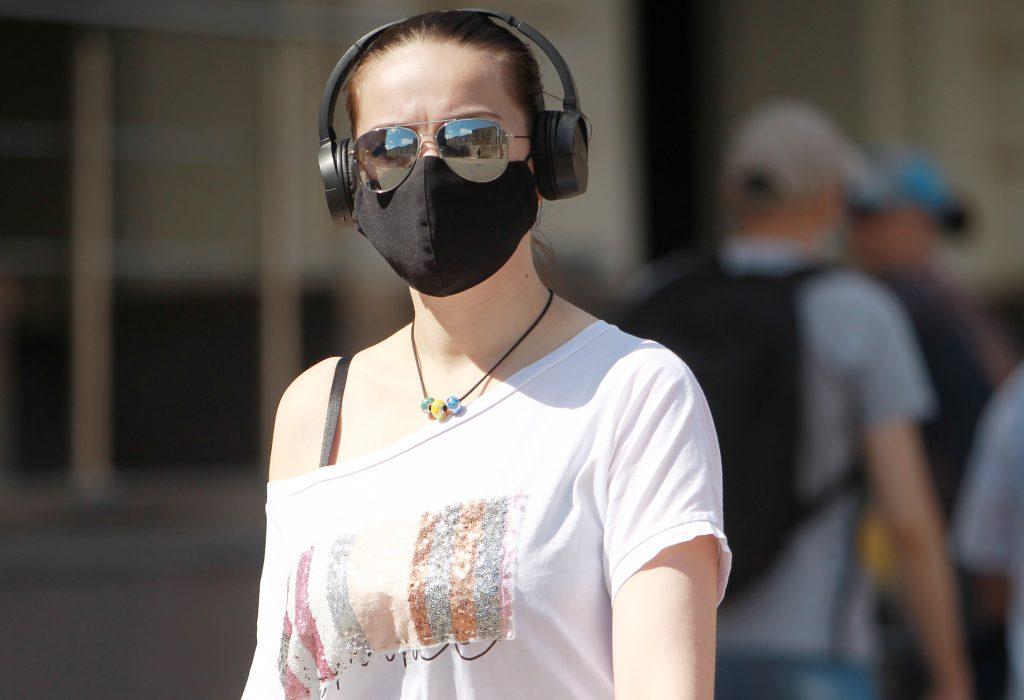 23 августа 2020 года. Будущие студенты очень ответственны и приходят на консультации по новому учебному году: в масках. Фото: Наталия Нечаева