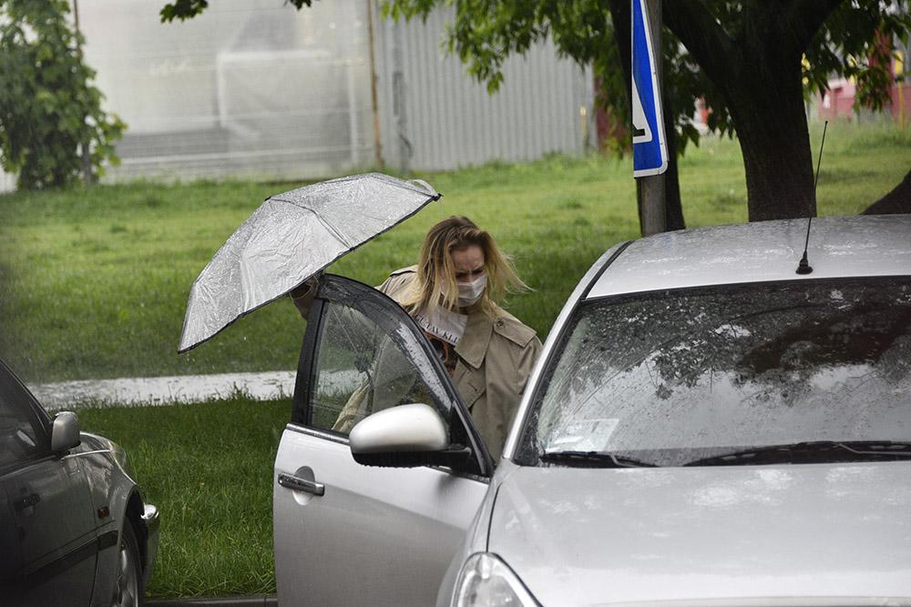 Московских водителей попросили воспользоваться городским транспортом