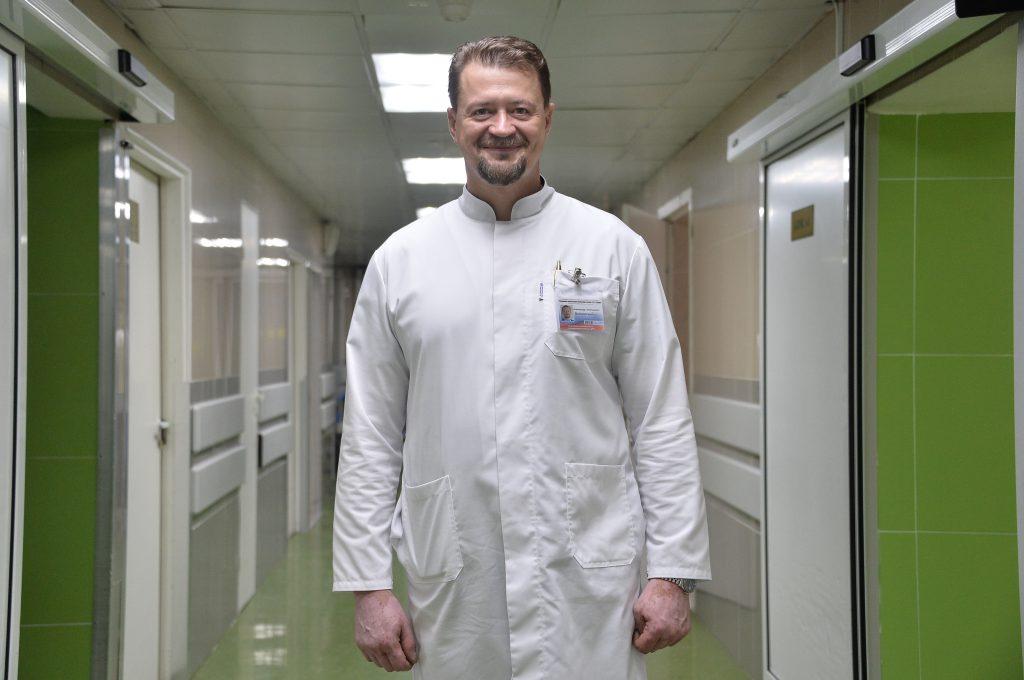 28 августа 2020 года. Хирург Александр Войновский из больницы имени Юдина берется оперировать даже самые тяжелые случаи. Поэтому справедливо, что он стал лауреатом премии «Лучший хирург года». Фото: Пелагия Замятина