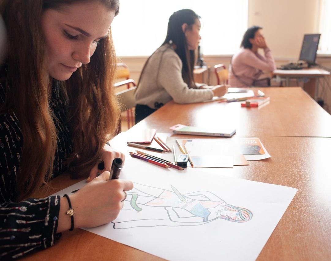 Преподаватель техникума имени Леонида Красина научит москвичей рисовать портреты онлайн