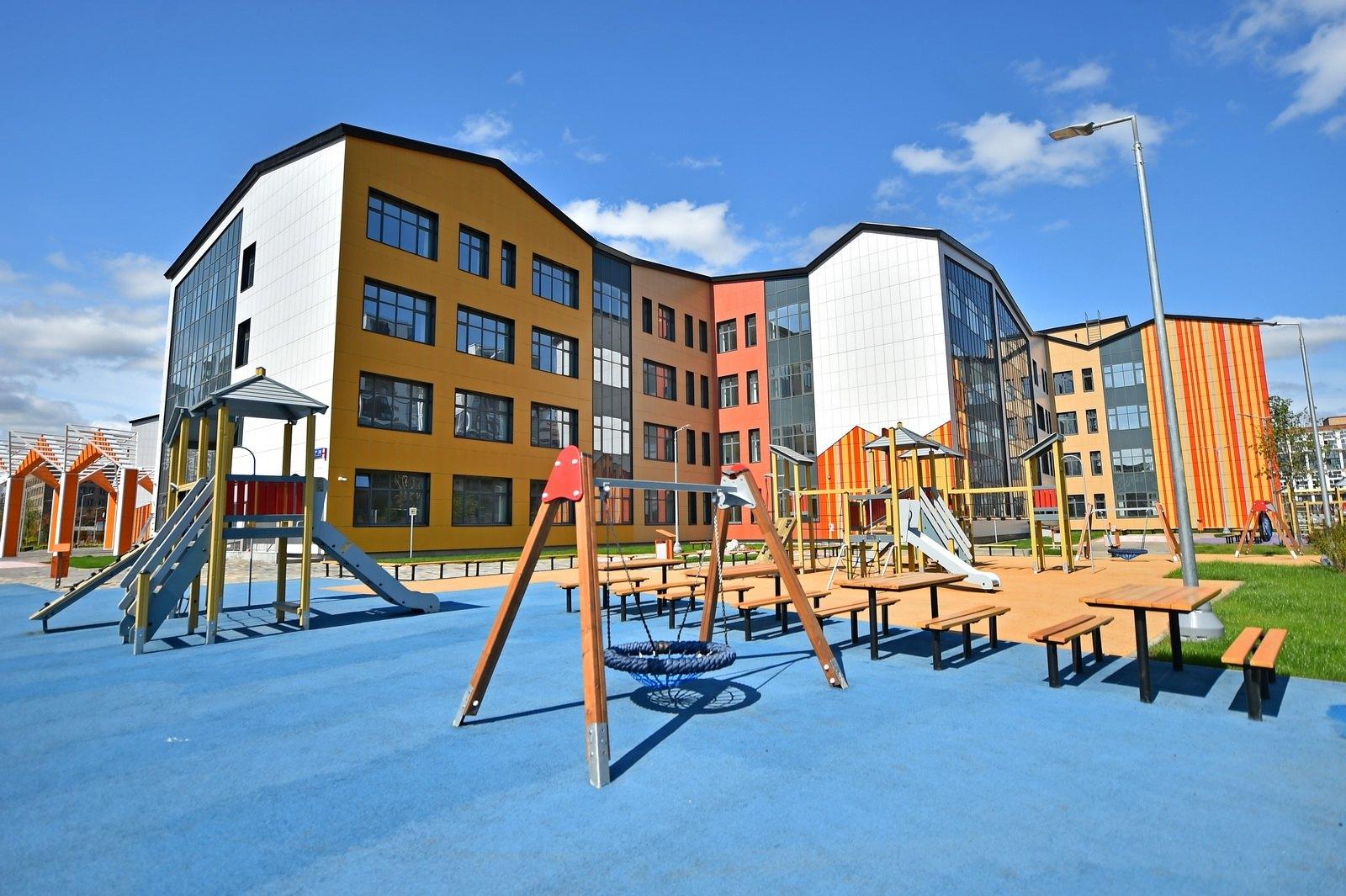 Обновляем площадки, открываем школы
