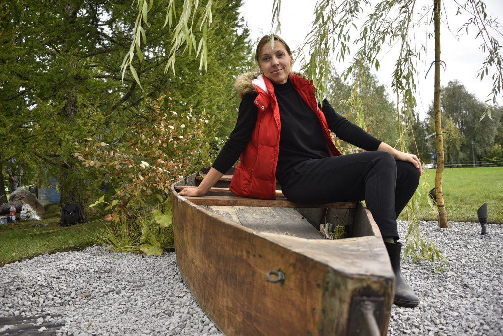 Композиция с лодкой-островом, символизирующая рождение Царицынского парка на прудах