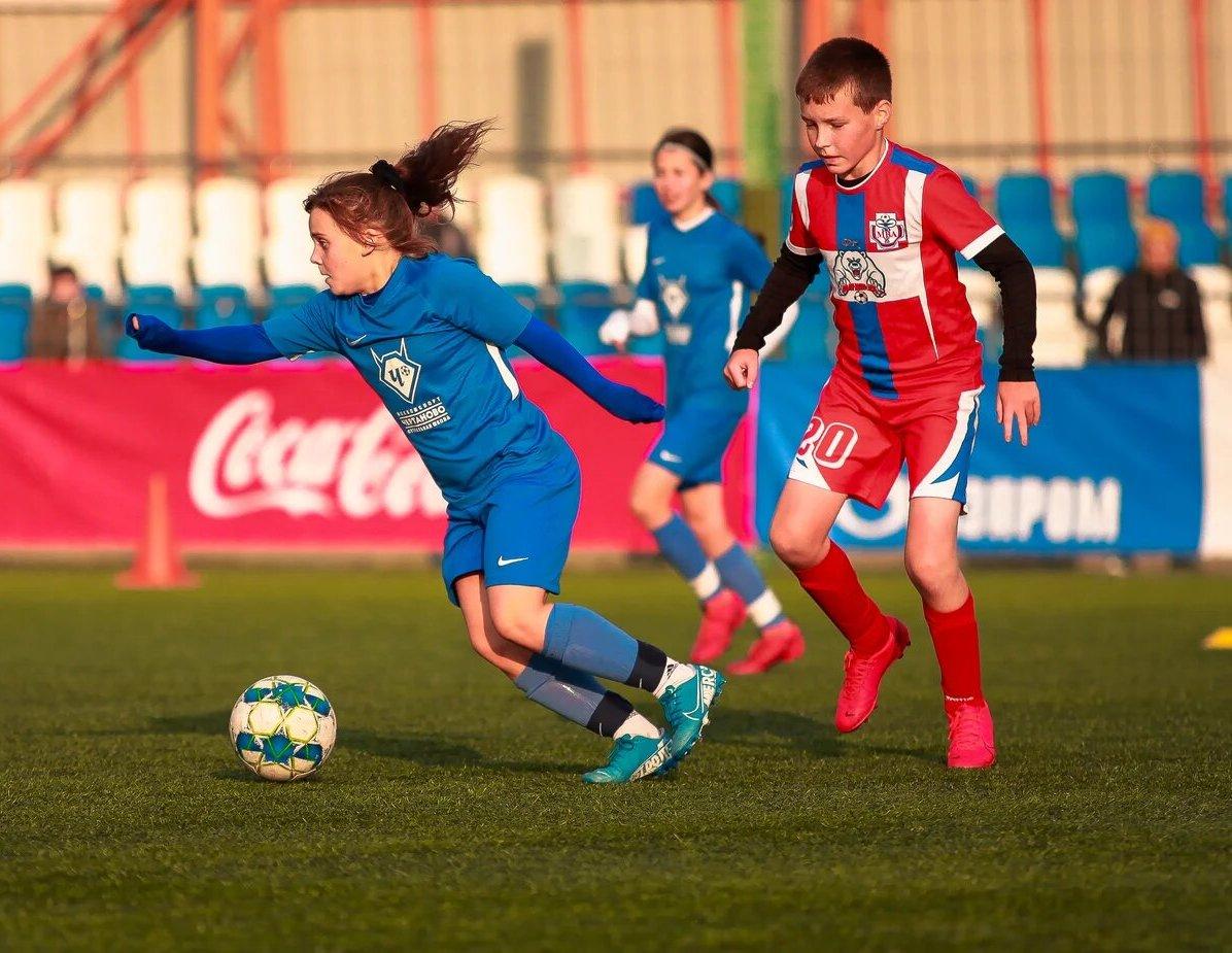Девочки против мальчиков: команды «Чертаново» сыграли с МВА в летнем первенстве Москвы