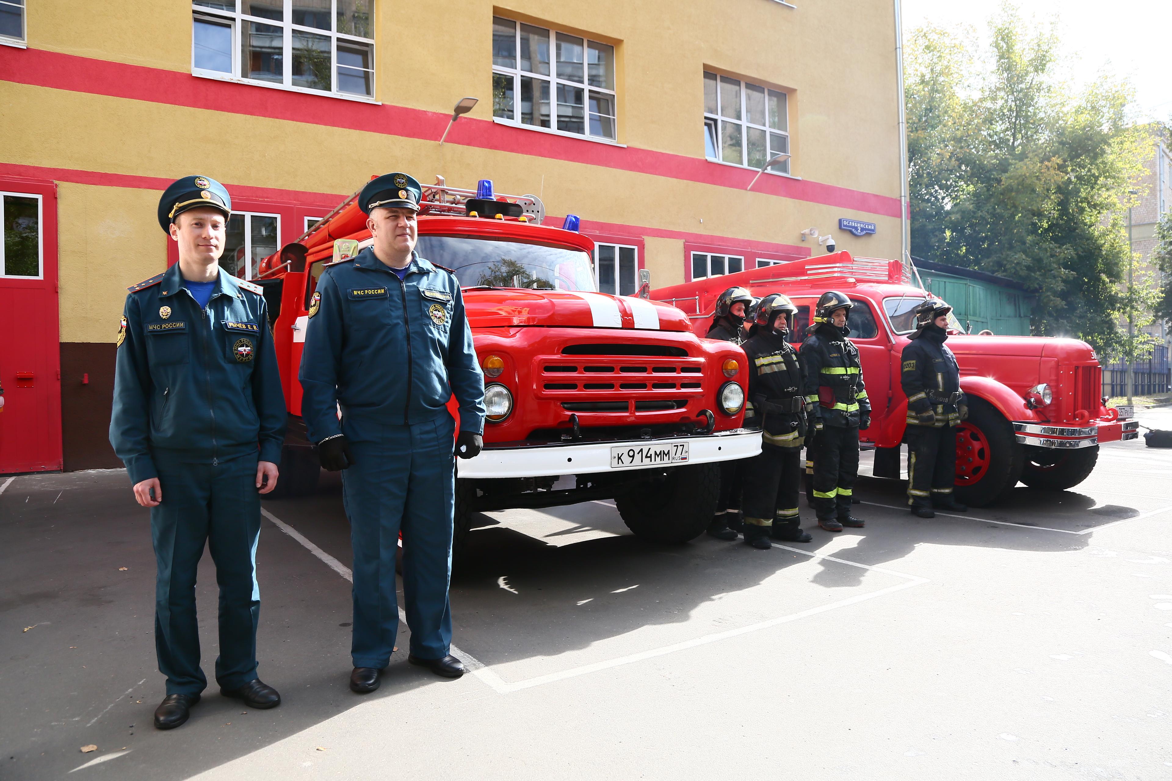 Автопробег раритетных пожарных автомобилей прошел в Москве