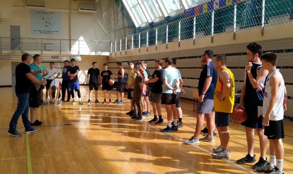 Окружной этап соревнований по стритболу провели в физкультурно-оздоровительном комплексе «Братеево»