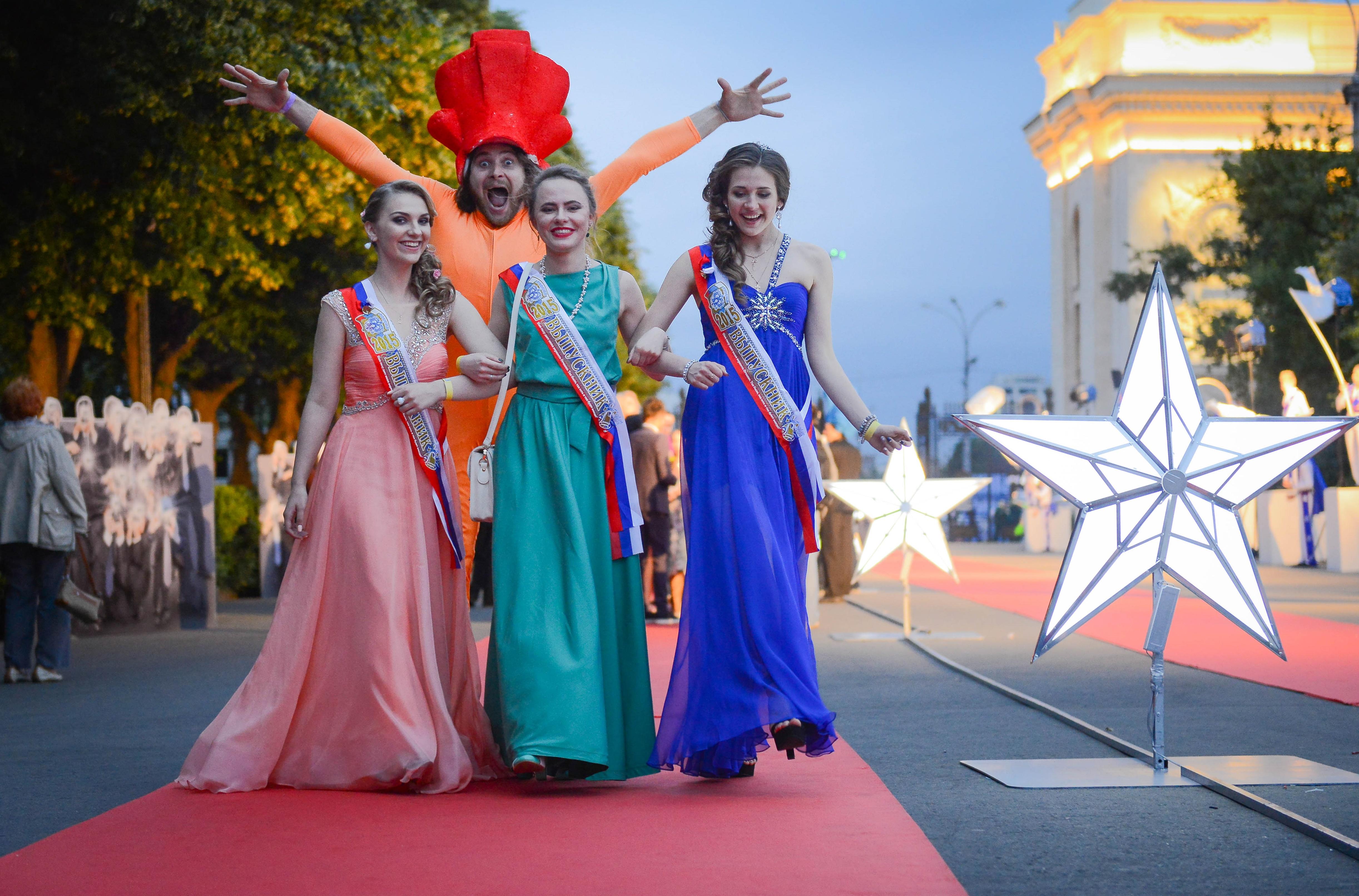 Свыше семи тысяч выпускников в Москве получили медали «За особые успехи в обучении»