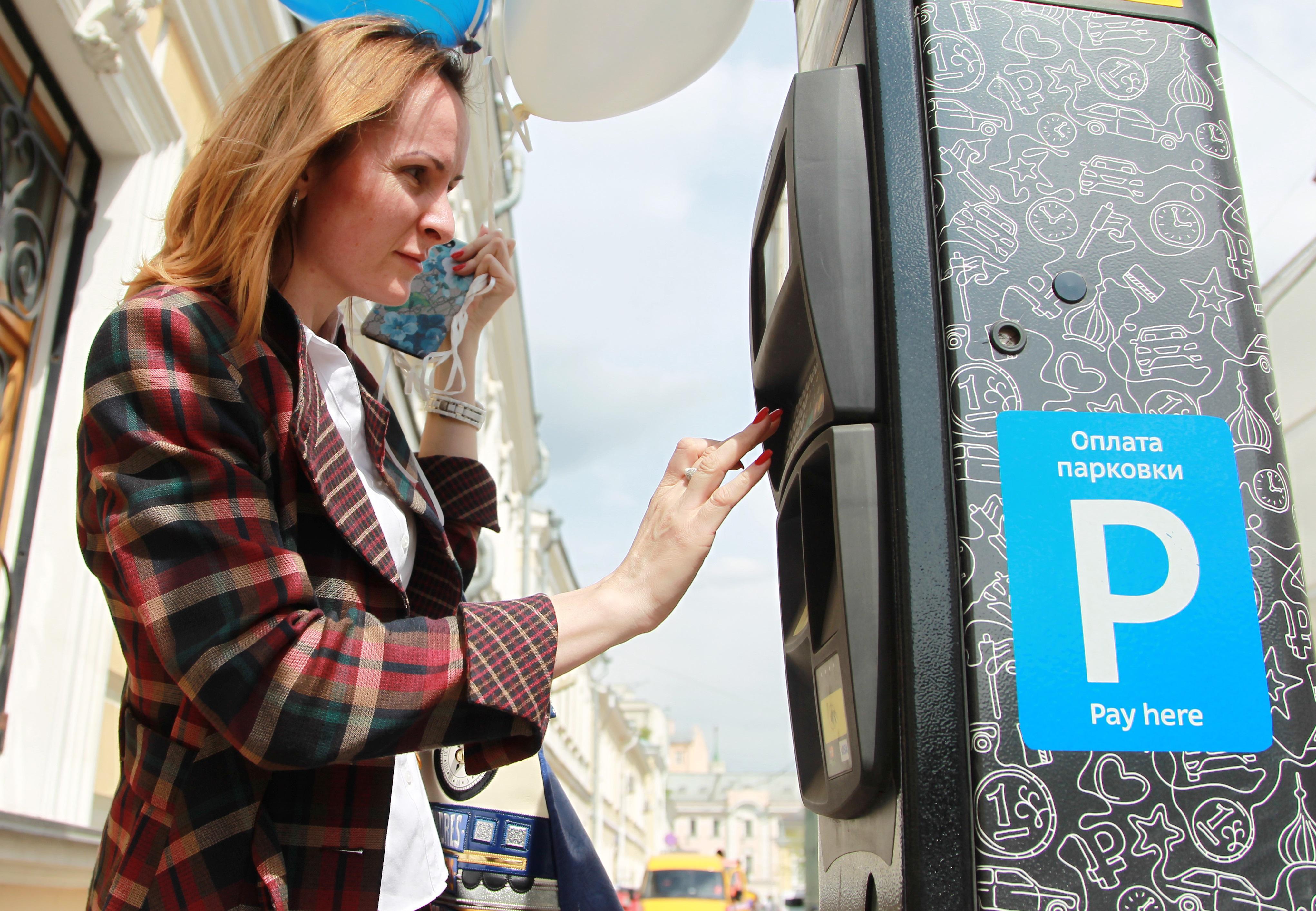 Москвичи стали чаще пользоваться бесконтактным способом оплаты парковок со шлагбаумом