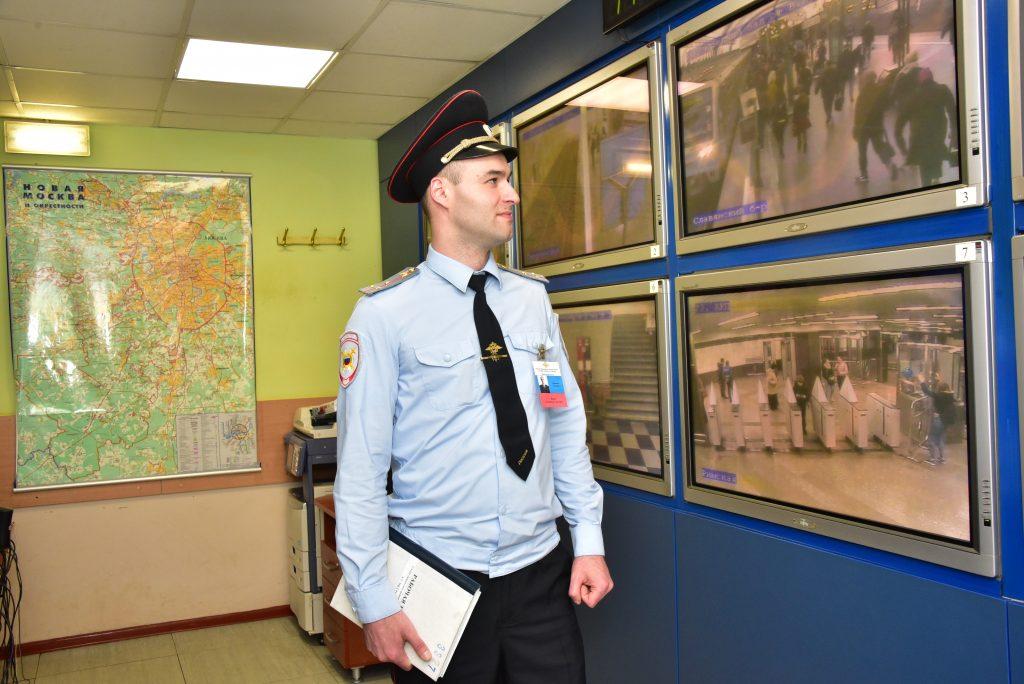 Полицейские УВД юга столицы задержали подозреваемого в краже автомобиля. Фото: Антон Гердо, «Вечерняя Москва»