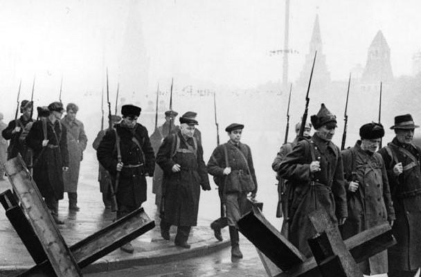Пожарные и спасатели вспоминают героические страницы обороны столицы