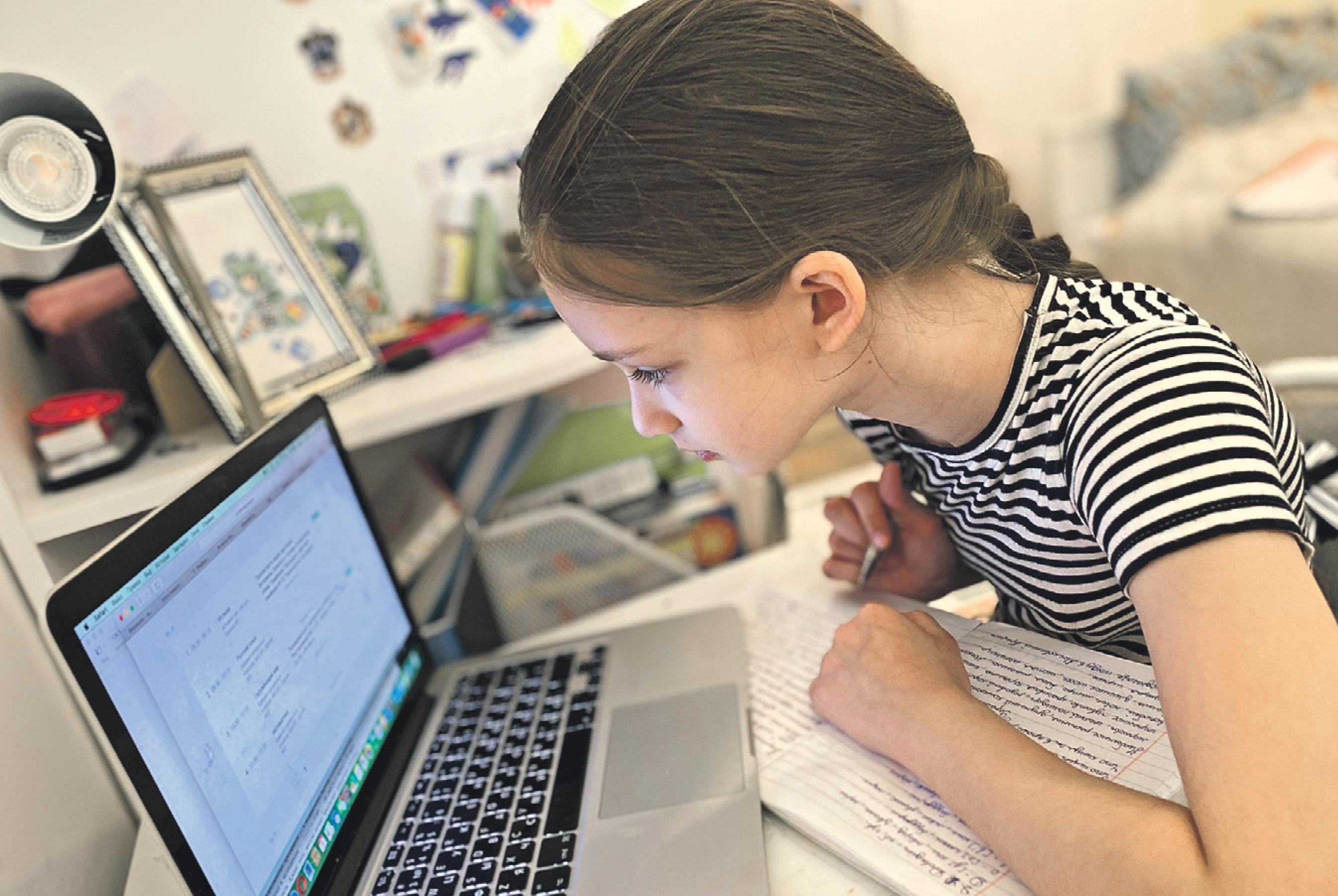 Ежедневно к урокам подключаются более 600 тысяч учеников и учителей.Фото: Василиса Чернявская, «Вечерняя Москва»
