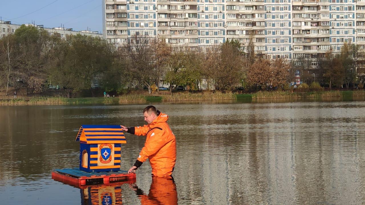 «Новострой» для водоплавающих создан руками пожарных!