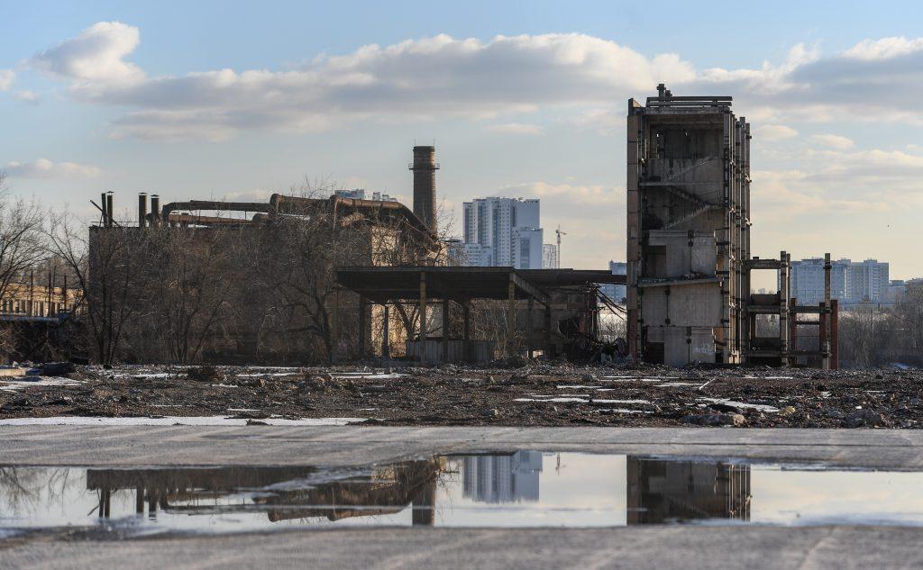 БЫЛО: В промзоне ЗИЛ пылили старые стройки (2016). Фото: СЕРГЕЙ БОБЫЛЕВ / ТАСС