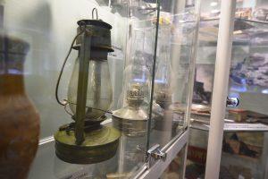 21 сентября 2020 года. Экспонаты для районного музея принесли сами жители. Среди них — советские деньги, керосиновые лампы. Фото: Пелагия Замятина