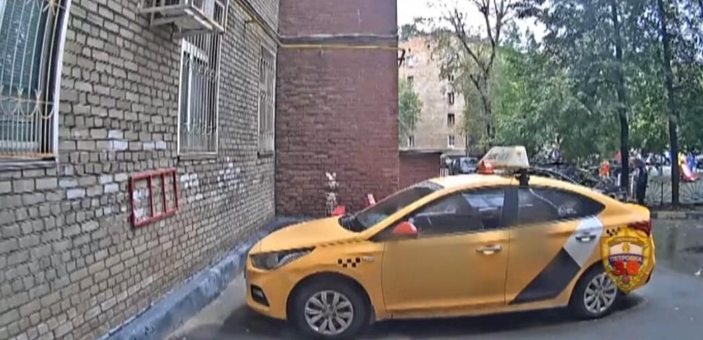 Полицейские УВД юга столицы задержали подозреваемого в совершении грабежа