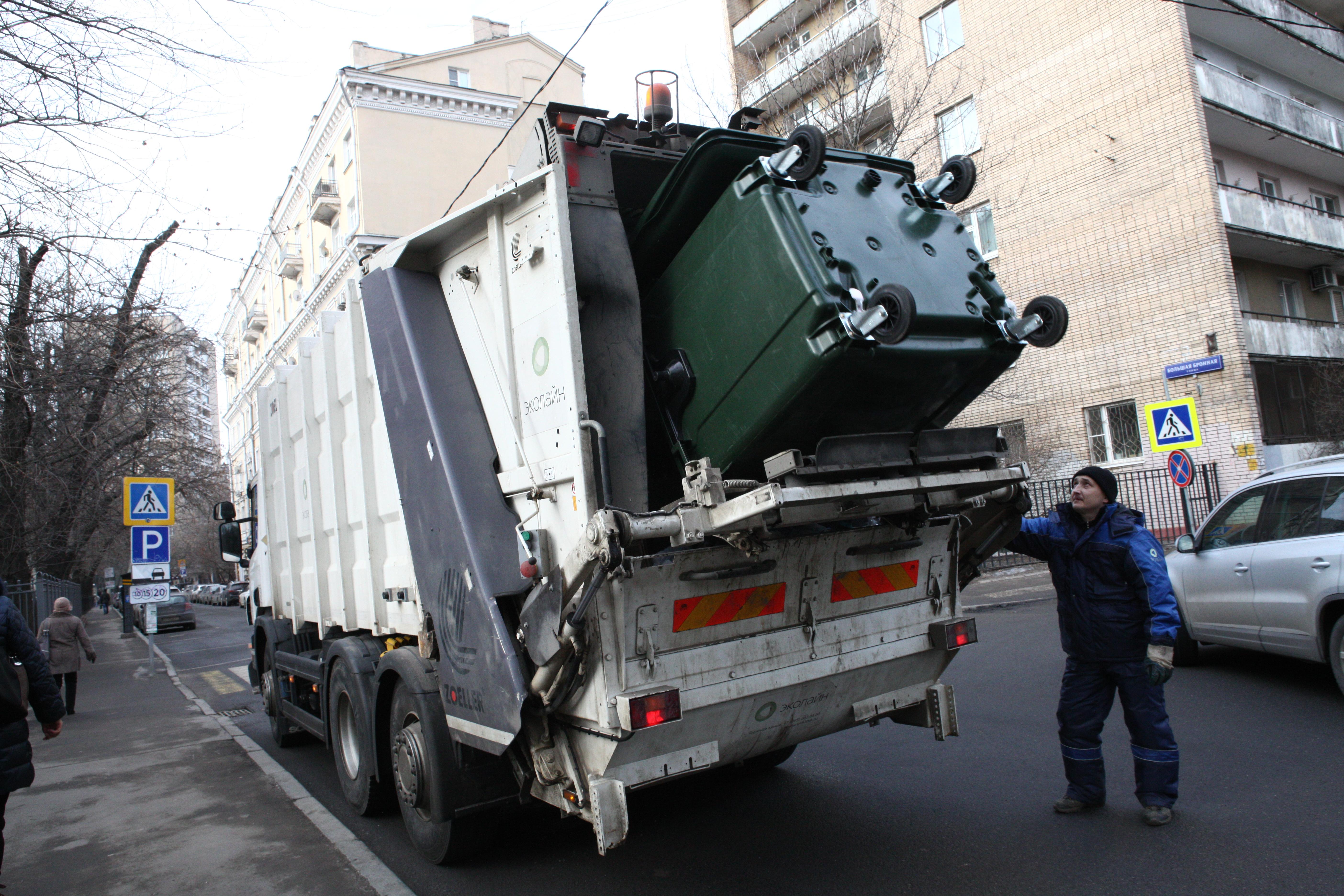 Контроль за вывозом мусора усилят в Москве