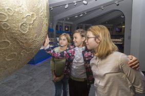 Посетить планетарий можно по электронным билетам. Фото: Сара Зицерман