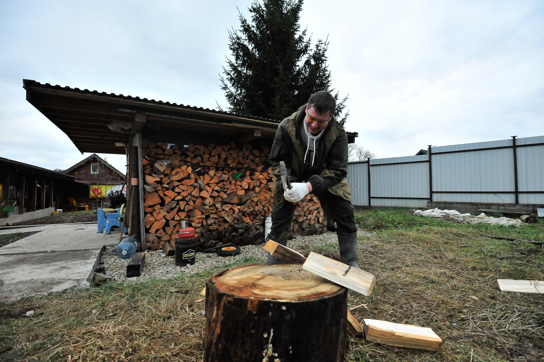 Две тысячи грузов дров доставили на дачи москвичей за неделю