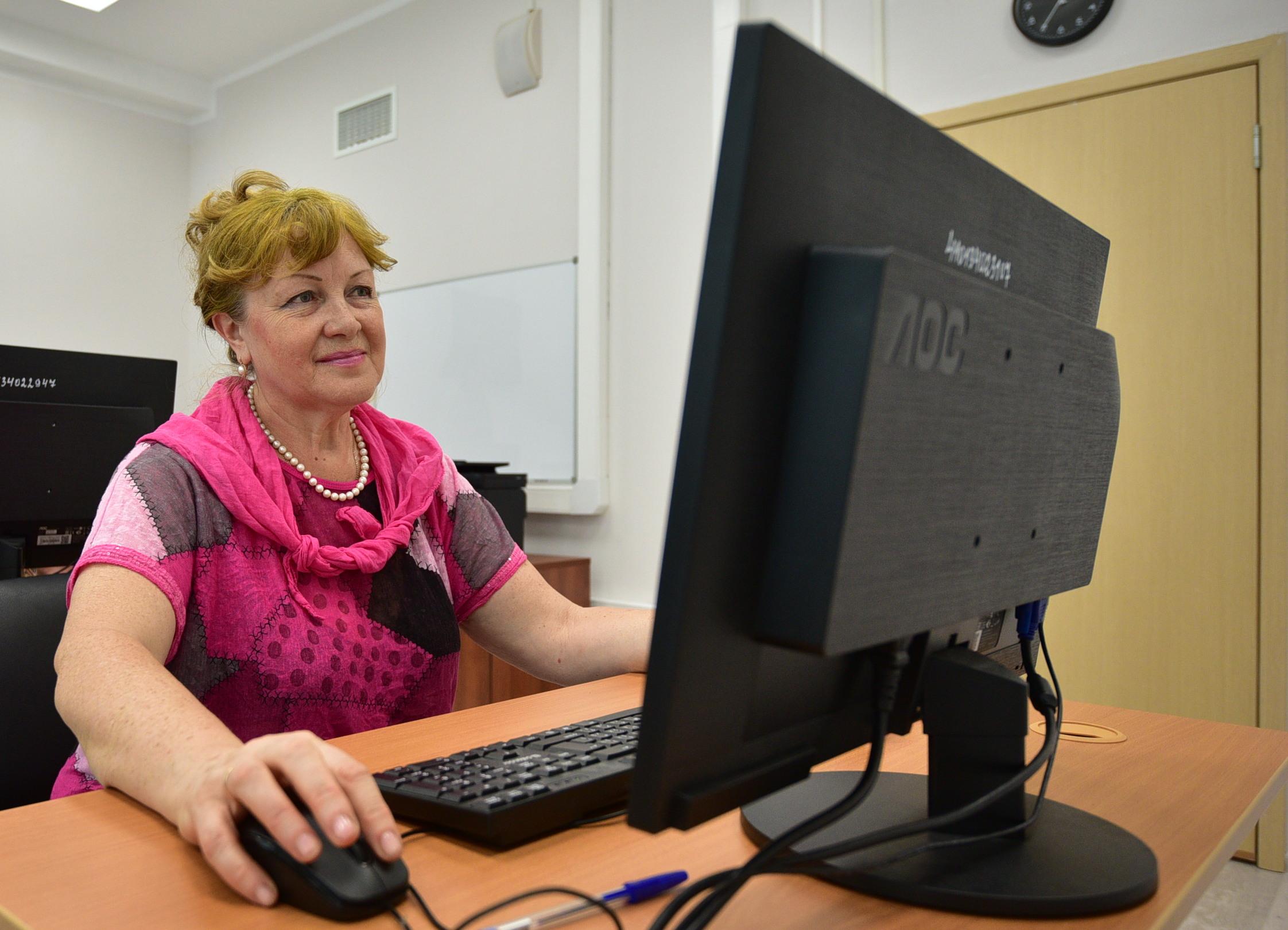 Около 200 участников «Московского долголетия» занимаются онлайн в школе №904