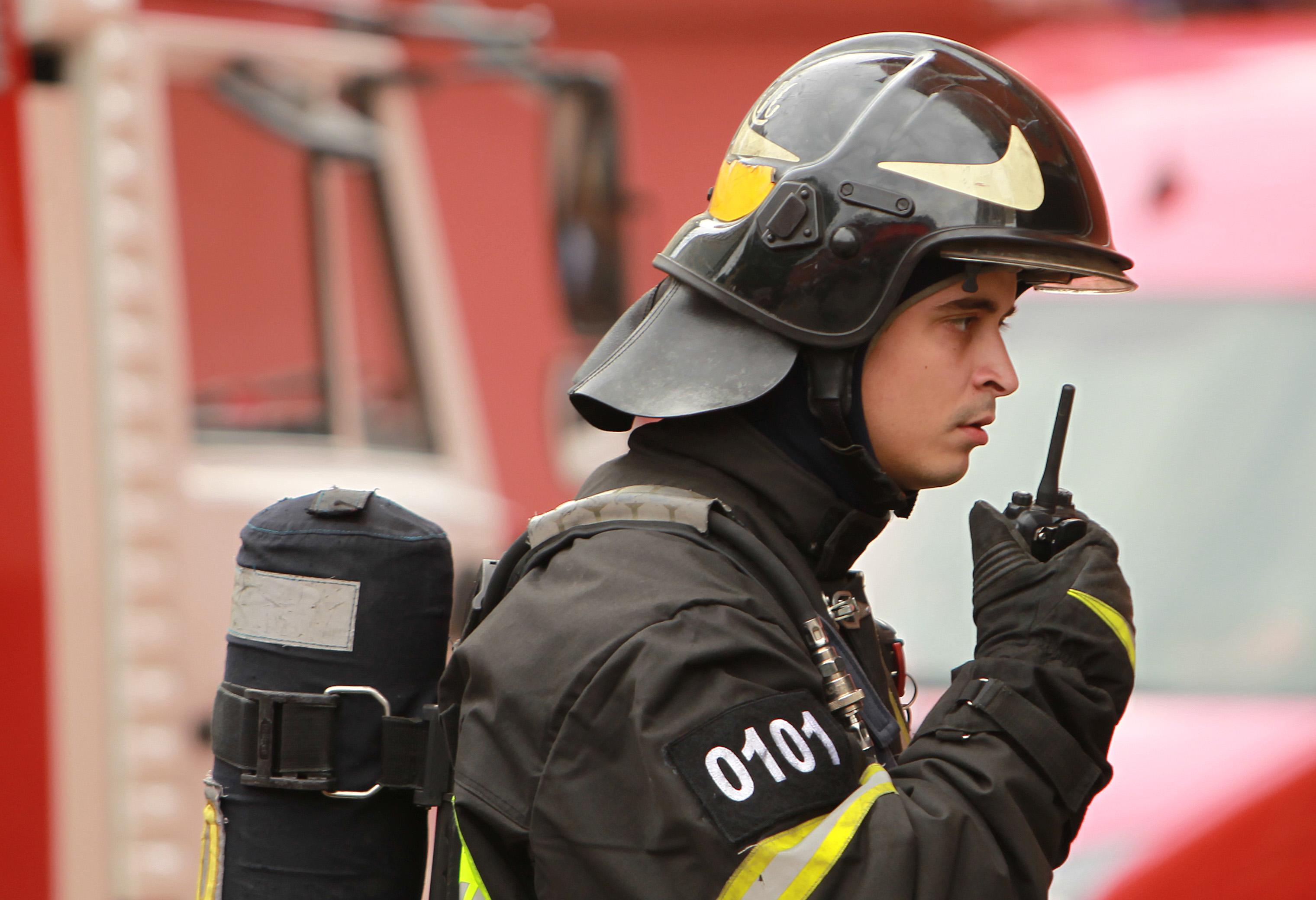 МЧС потушило пожар в подстанции на юго-западе Москвы