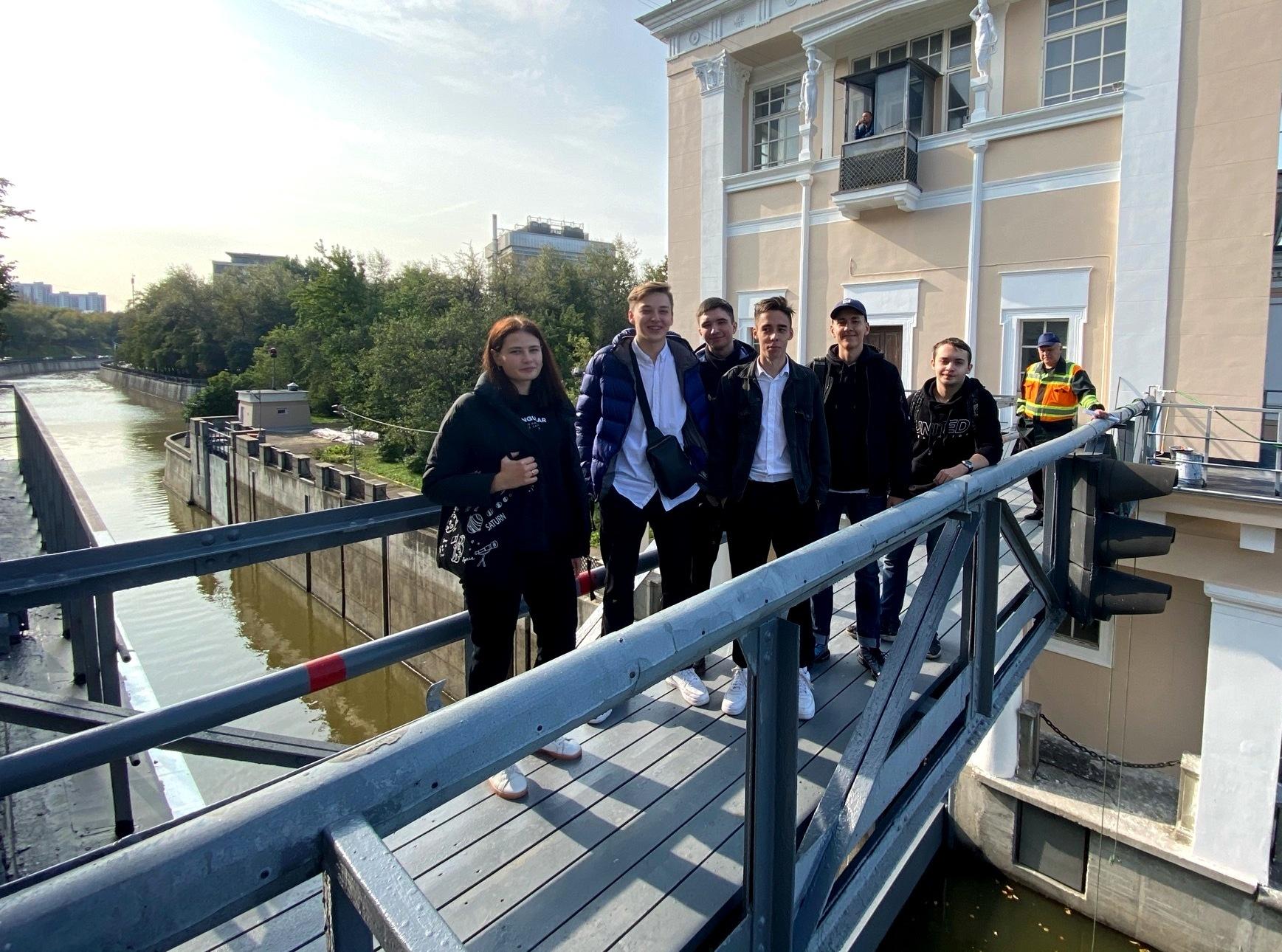 Курсанты колледжа МГАВТ изучат работу на гидроузле