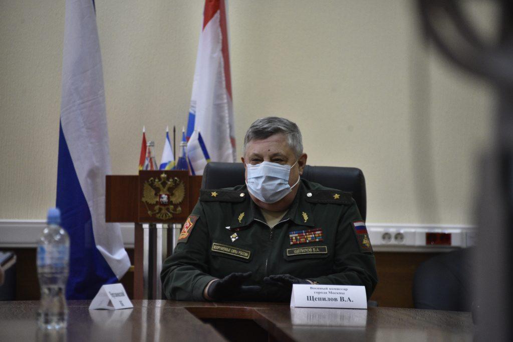На фото генерал-майор Виктор Щепилов