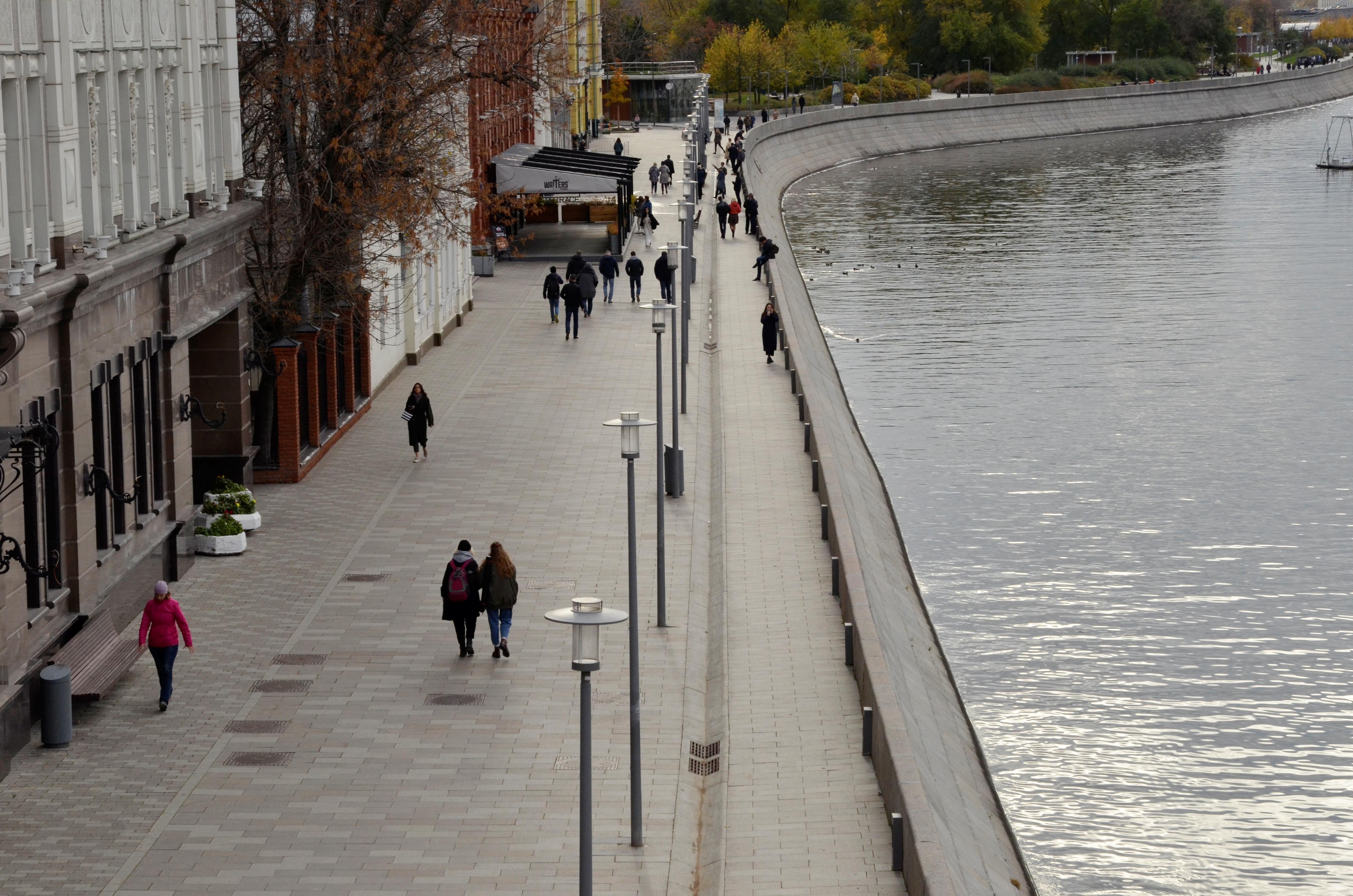 Свыше 30 нарушителей масочного режима выявили в торговых центрах САО