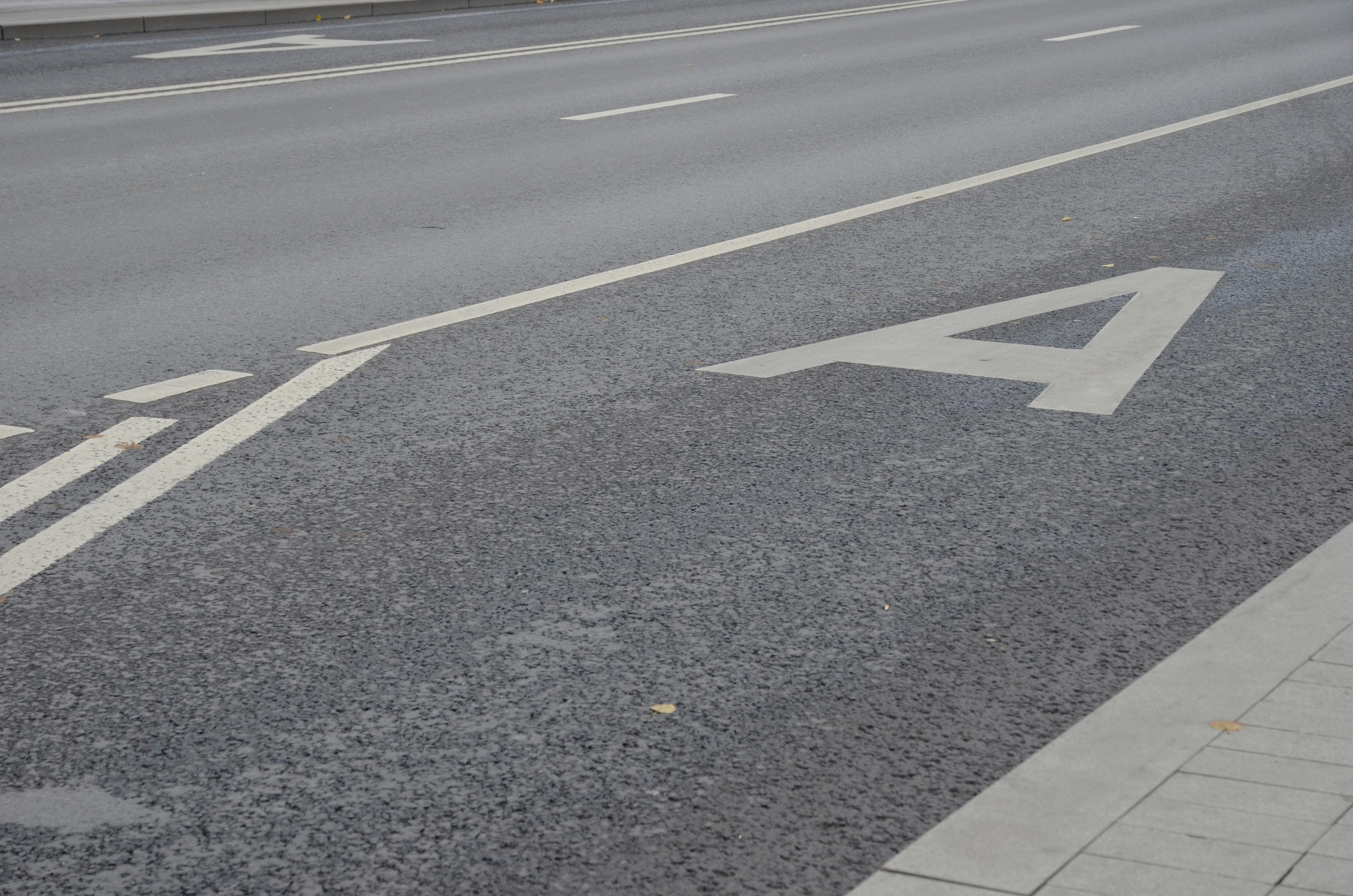 Новые полосы для общественного транспорта появятся на Каспийской улице