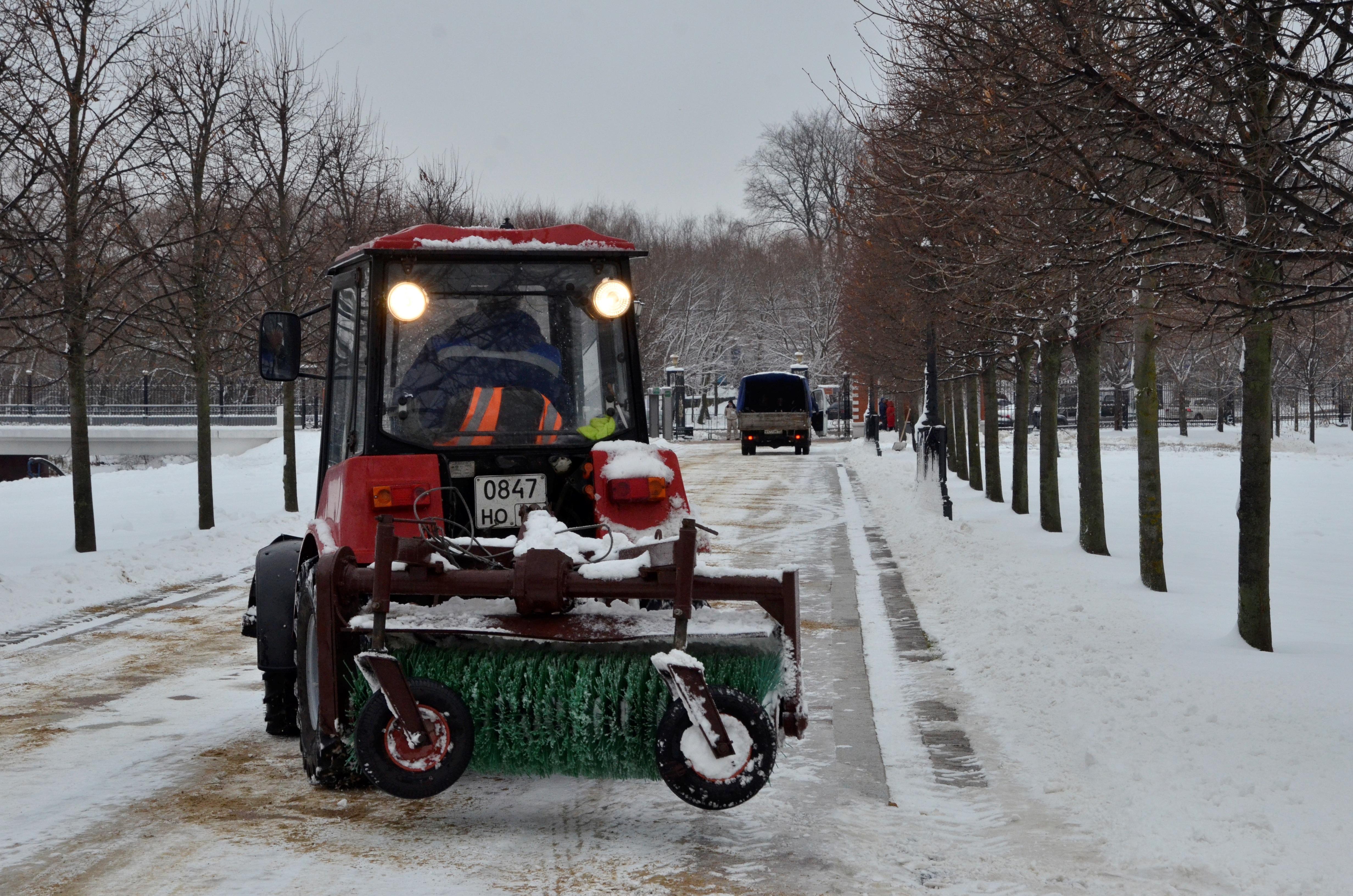 Свыше девяти тысяч техники ликвидируют последствия снегопада в Москве
